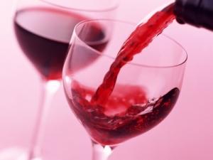 Vinul distruge celulele maligne si 12 tipuri de cancer