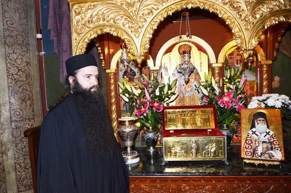 O familie întreagă vindecată de Sfântul Nectarie