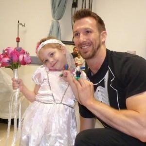 O fetiță de 4 ani, bolnavă de cancer, a emoționat milioane de oameni. Care a fost dorința ei cea mai mare