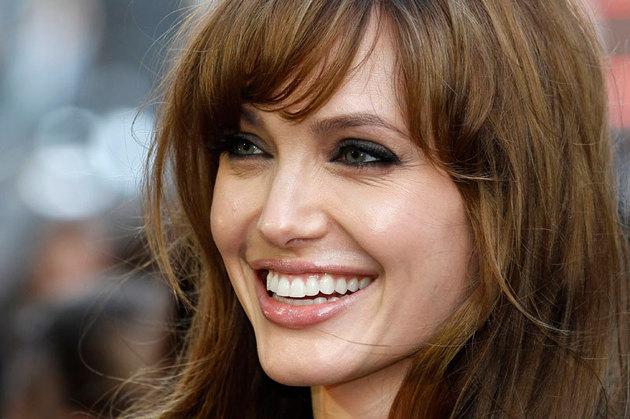 Angelina Jolie îşi va extirpa ovarele, de teamă să nu se îmbolnăvească de cancer