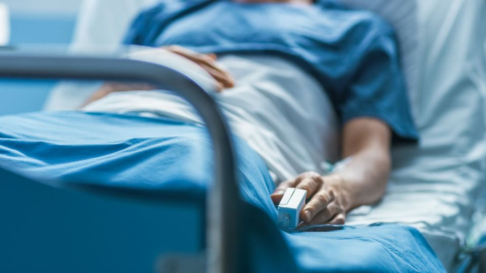 """Oncologii avertizează că după criza COVID se vor lovi de un """"tsunami de cazuri de cancer"""""""