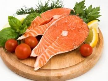 Acizii graşi Omega-3 care se găsesc în peştele gras, precum somnul sau păstrăvul, inhibă creşterea şi favorizează moartea celulelor cancerigene care duc la apariţia cancerului oral şi a celui de de piele, arată o cercetare britanică recentă