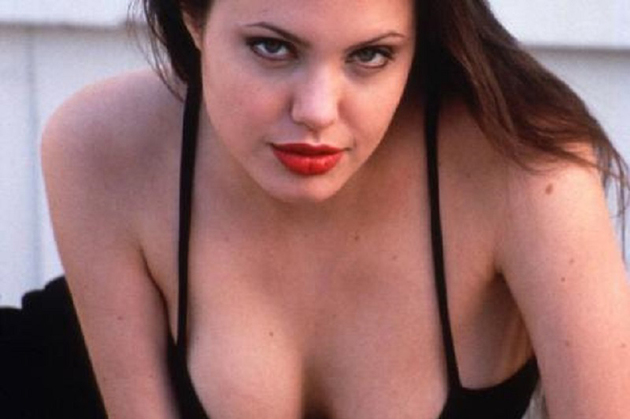Tot mai multe femei apelează la mastectomie, după ce Angelina Jolie a declarat că a fost supusă unei astfel de intervenții