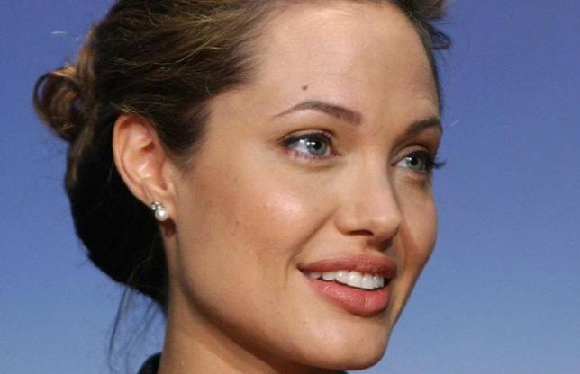 Angelina Jolie, LĂUDATĂ de către experţii în oncologie: Decizia ei este curajoasă şi are puterea de a influenţa