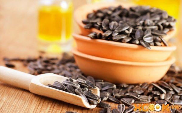 Obișnuiești să mănânci semințe de floare soarelui  prăjite? Află ce se efecte are asupra organismului tău!